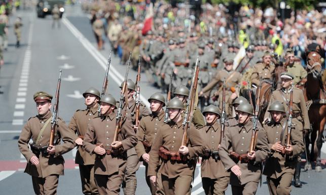 Defilada jak w 1920 roku. Historyczne wojska w Warszawie
