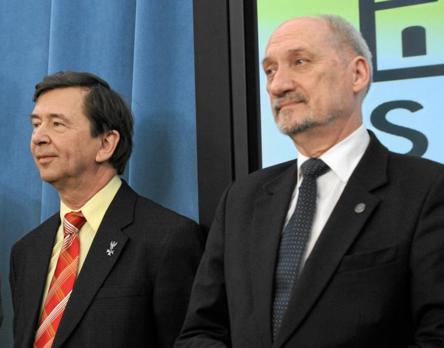Prof. Wiesław Binienda i Antoni Macierewicz
