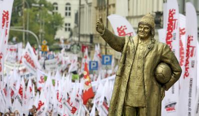 Pomnik Donalda Tuska podczas manifestacji w Warszawie