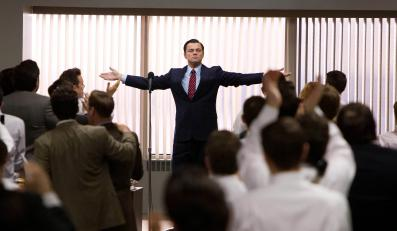 "Leonardo DiCaprio jako ""The Wolf of Wall Street"""