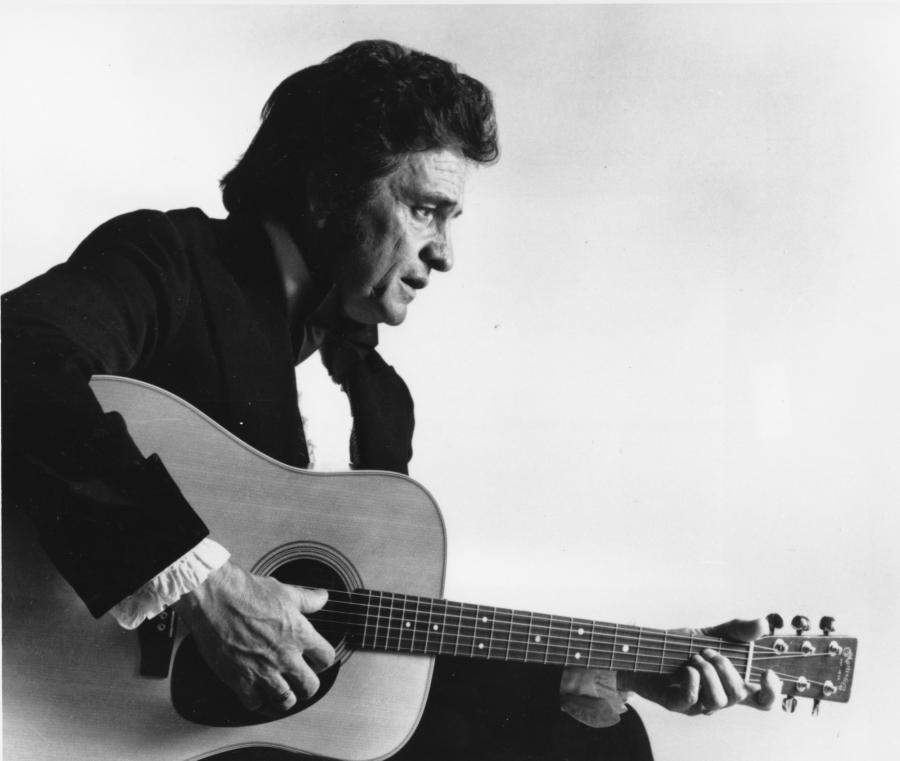 "12. Johnny Cash – ""Hurt"" (z repertuaru Nine Inch Nails)"