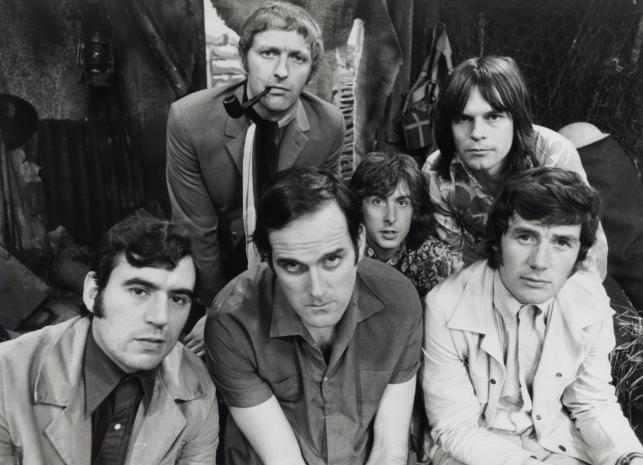 Terry Jones, John Cleese, Michael Palin oraz Graham Chapman i Eric Idle i Terry Gilliam w 1969 roku