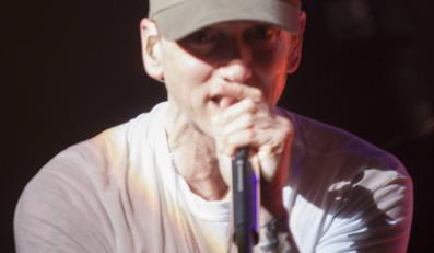 Eminem jak Max Headroom i Wielki Brat