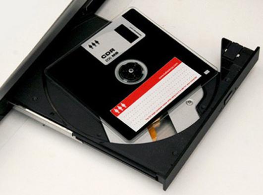 200 megowe CD w przebraniu dyskietki