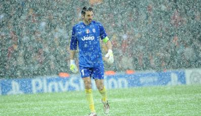 Piłkarze Galatasaray i Juventusu przegrali ze śniegiem