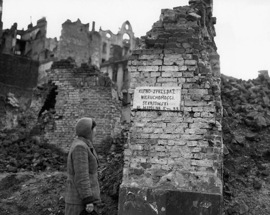 Pierwsze ogłoszenia po wojnie na ulicach Warszawy