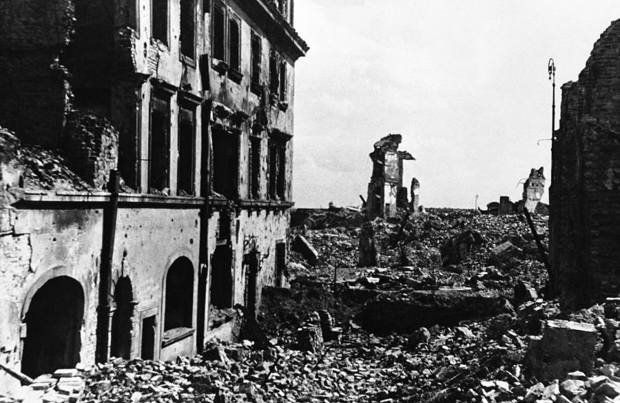 """""""Całkowicie oczyścić miasto z ludzi i dóbr"""" - nakazał generał Smilo von Luettwitz, dowódca 9. Armii. Wehrmacht skrupulatnie wykonał ten rozkaz"""
