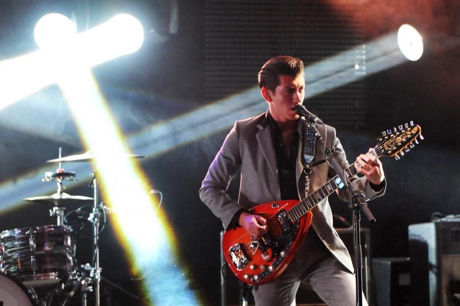 Arctic Monkeys śpiewają \