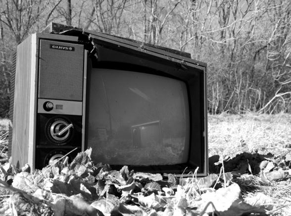 Telewizja przegrywa z internetem i komórkami
