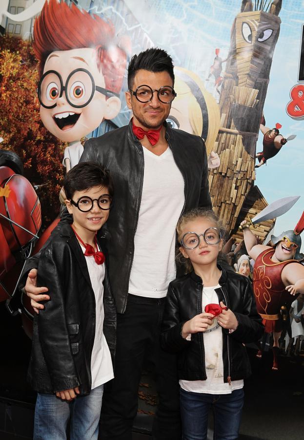 """Peter André z dziećmi Juniorem Savvą i Princess Tiaamii na premierze filmu """"Pan Peabody i Sherman"""""""