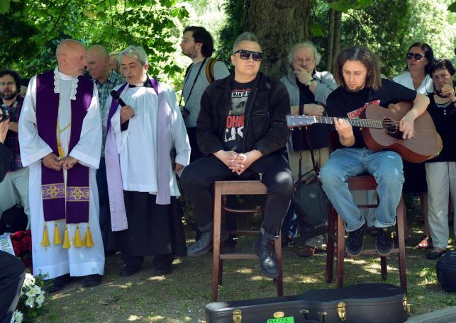 Pisarz Marek Nowakowski spoczął na Cmentarzu Wojskowym na Powązkach