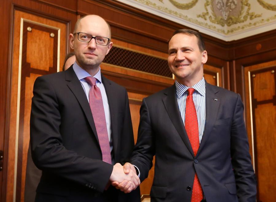 Premier Ukrainy Arsenij Jaceniuk i minister spraw zagranicznych Radosław Sikorski