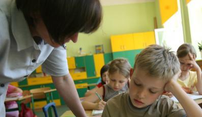 O dziesięć tysięcy nauczycieli za dużo w szkołach
