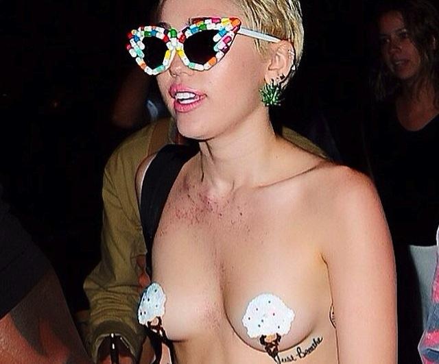 Miley Cyrus topless na Alexander Wang New York Fashion Week After Party