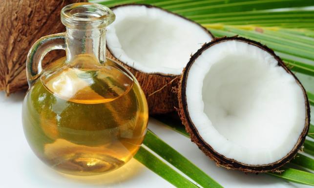 Zastąpi pastę do zębów i kawę? Zalety oleju kokosowego