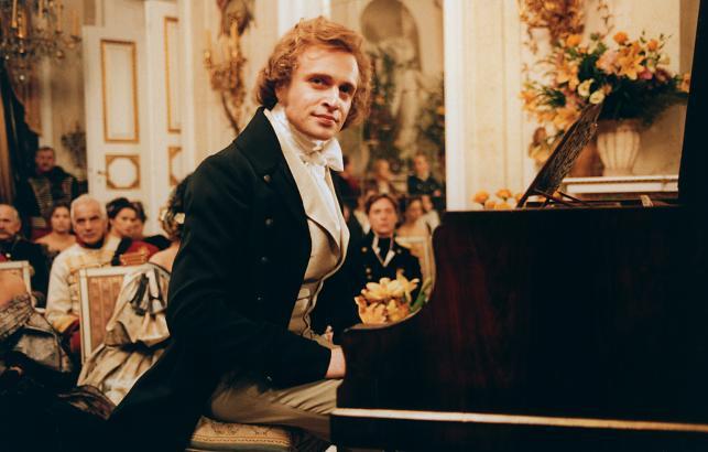 """Piotr Adamczyk jako Fryderyk Chopin w filmie """"Chopin. Pragnienie miłości"""""""