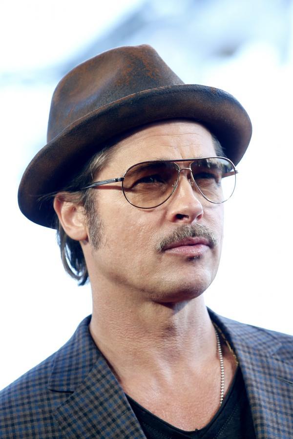 Brad Pitt pod wąsem w Paryżu