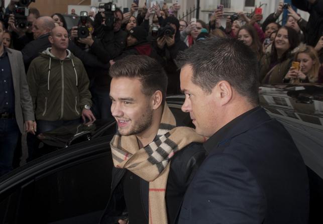 """Liam Payne z One Direction w drodze na nagranie """"Do They Know It's Christmas?"""""""