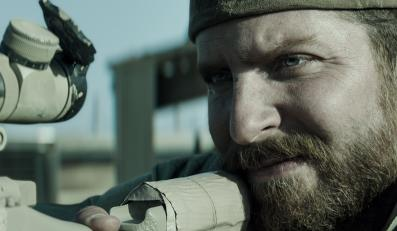 Bradley Cooper mierzy do celu