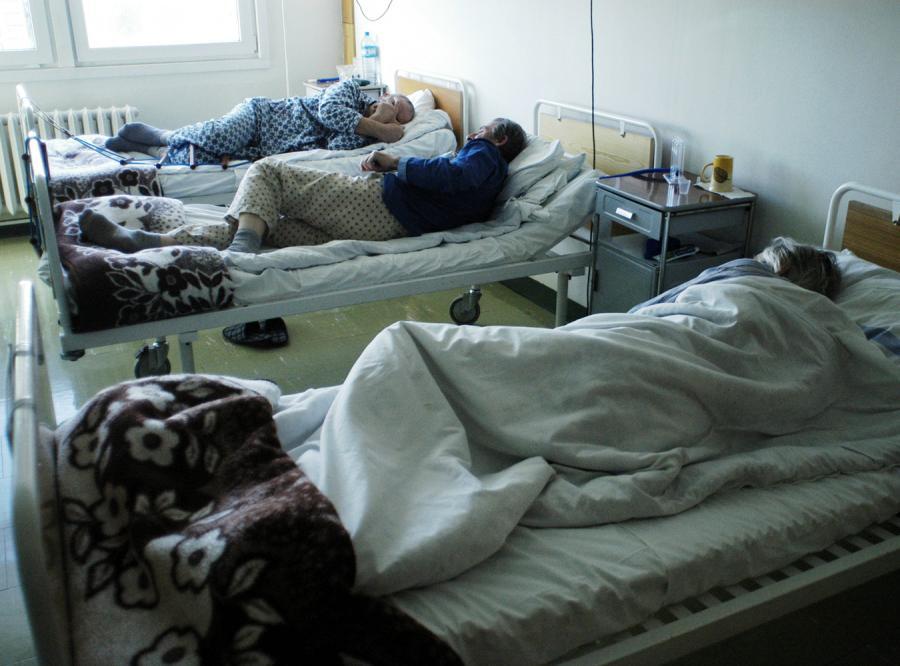 Na święta rodziny zostawiają starszych ludzi w szpitalach