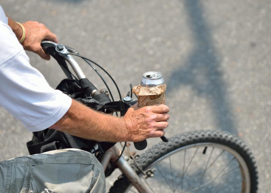 Rowerzysta z alkoholem