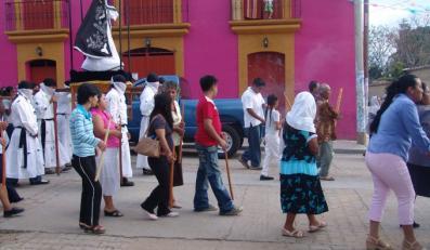 Wielki Piątek. Procesja Dziewicy od Samotności. Meksyk