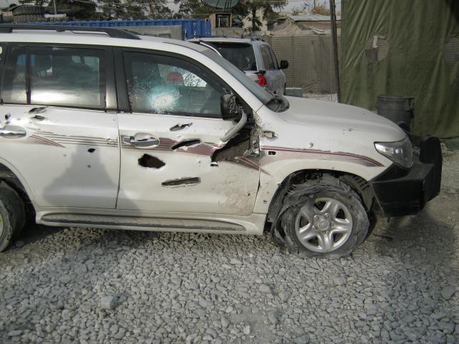 Toyota po zamachu w Afganistanie. Samochodem jechała ochrona BOR