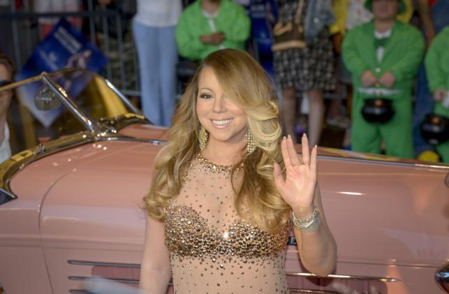 Pełne kształty Mariah Carey w odważnej sukni