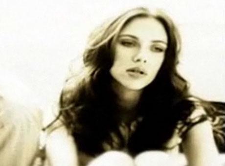 Scarlett śpiewająco informuje o uczuciach