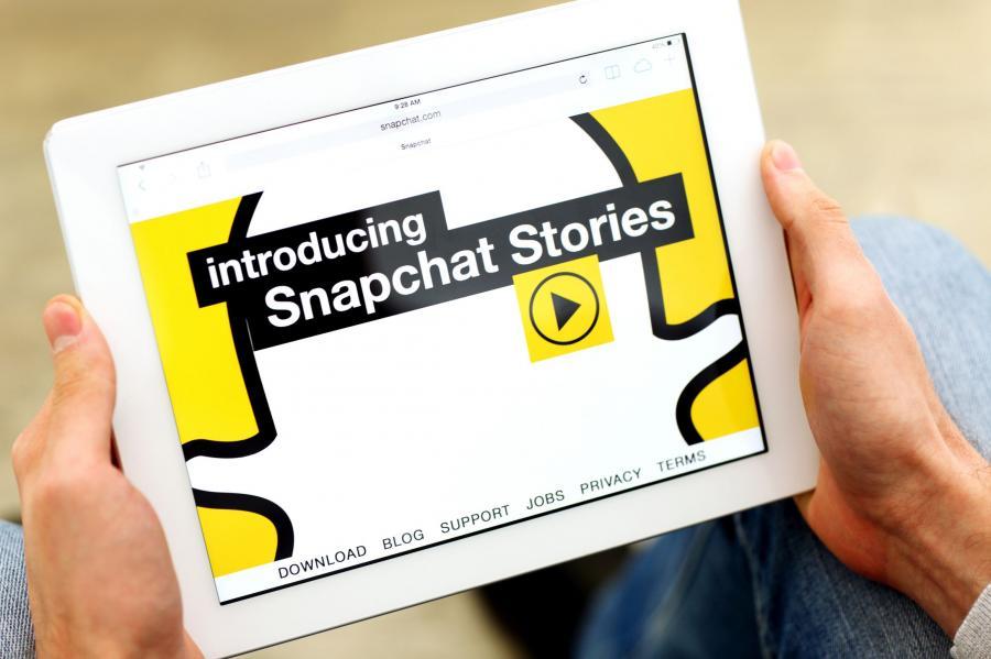 Tablet z otwartą stroną serwisu Snapchat