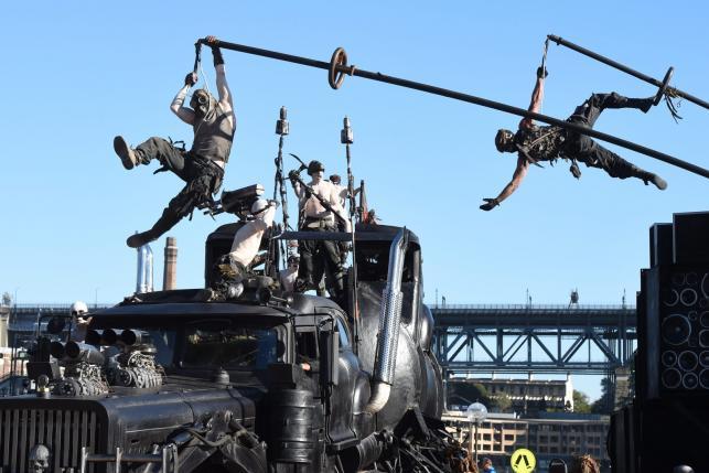 Ludzie Mad Maksa wjechali na ulice Sydney