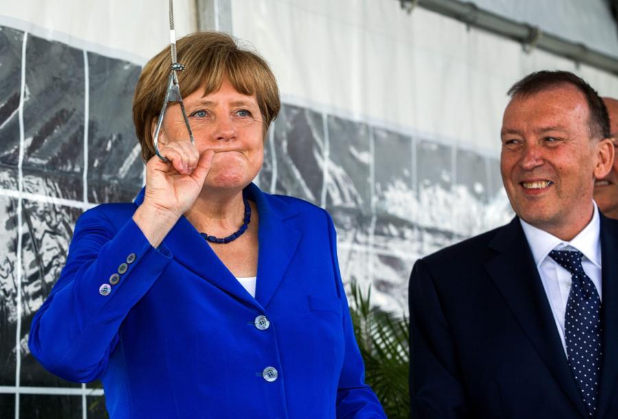 Angela Merkel pokazała, jak należy jeść śledzia