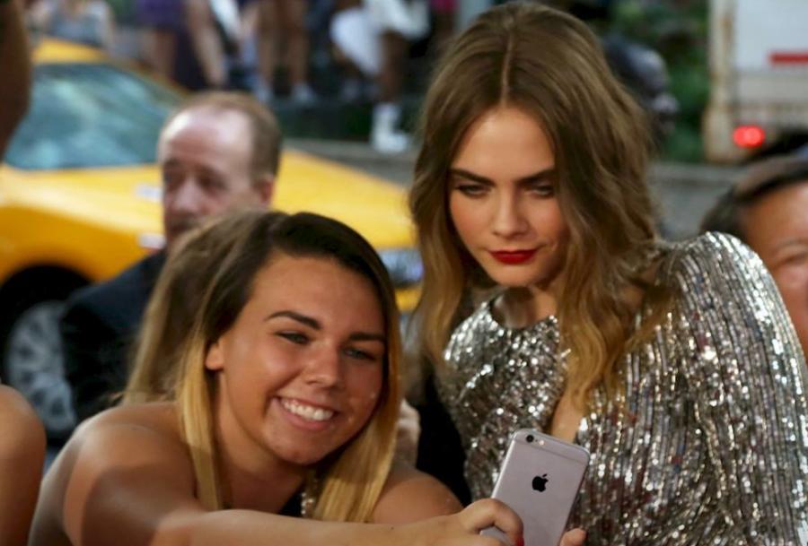 Cara Delevingne z fanką