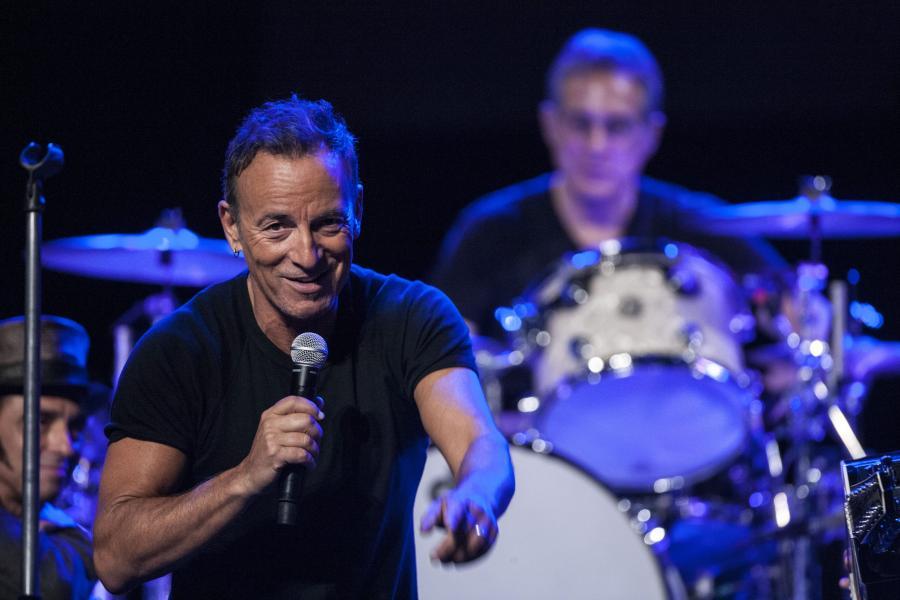 Zobacz, jak Bruce Springsteen śpiewa z U2 przebój \