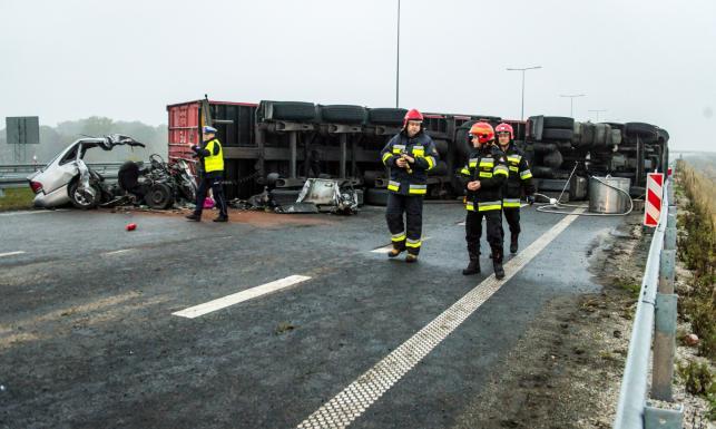 Tragedia na autostradzie A1 koło Włocławka. W wypadku zginęło 5 osób. Drastyczne ZDJĘCIA