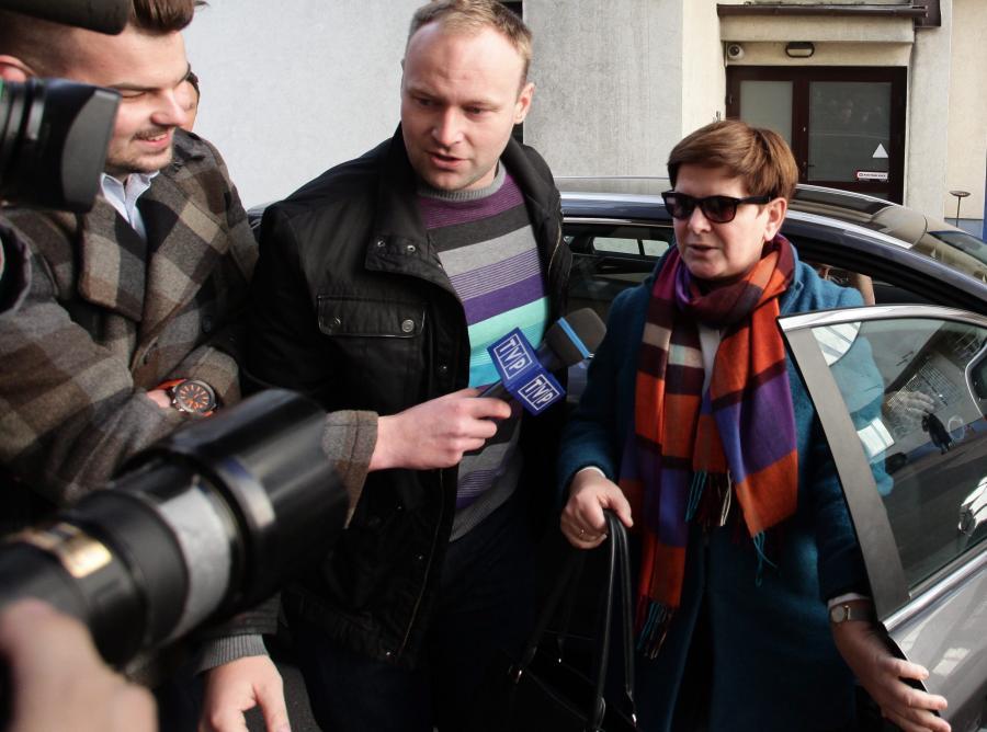 Beata Szydło przed siedzibą PiS przy ulicy Nowogrodzkiej w Warszawie