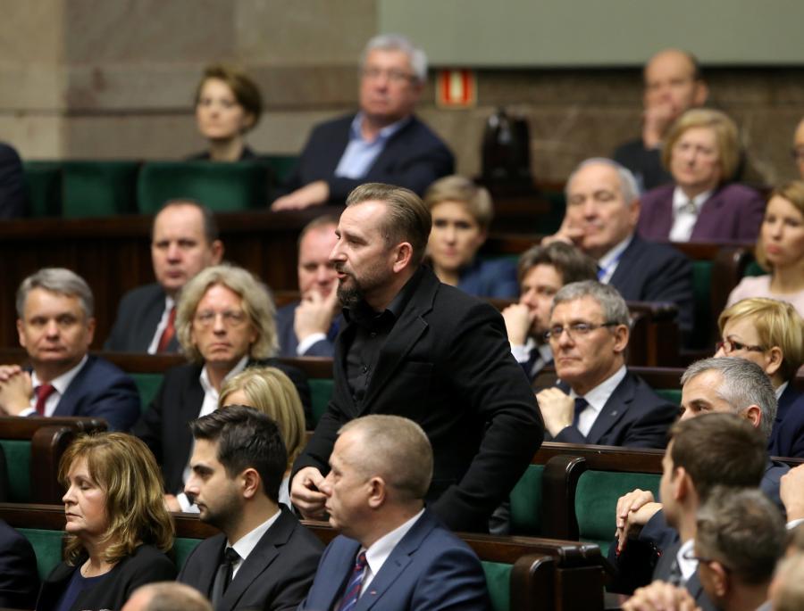 Piotr Liroy Marzec z Ruchu Kukiz'15 składa ślubowanie podczas pierwszego posiedzenia Sejmu VIII kadencji