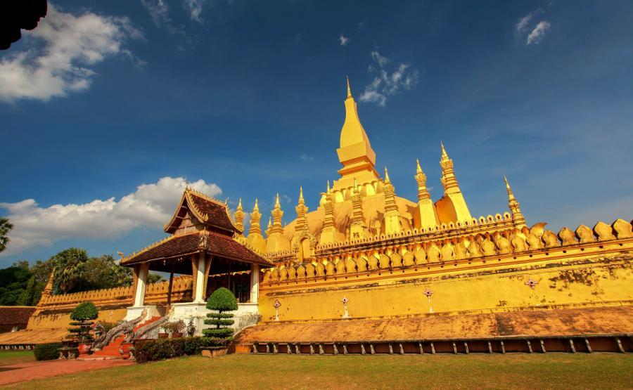 Świątynia Pha That Luang w sercu Laosu