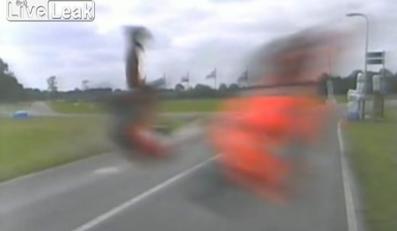 Wjechał w kamerę z prędkością 220 km/h