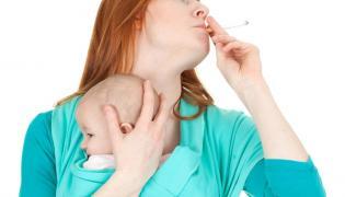 Matka z niemowlęciem i papierosem
