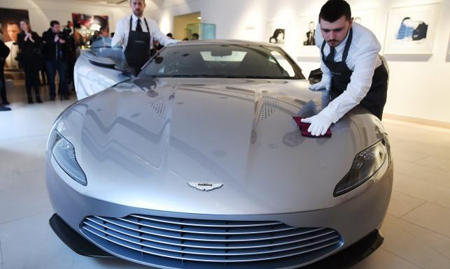 Chcesz być jak James Bond? Gadżety 007 trafiły na aukcję! [ZDJĘCIA]