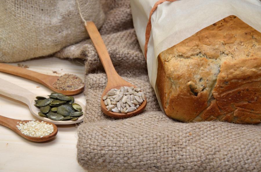 Chleb z nasionami