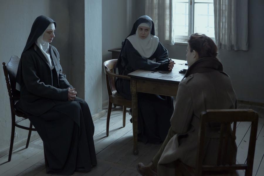 "Agata Buzek, Agata Kulesza i Lou de Laâge w filmie ""Niewinne"""