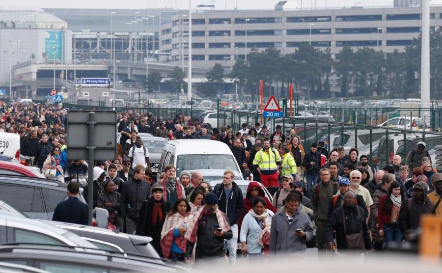 Ewakuacja lotniska Zaventem w Brukseli