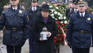 Prezydent Warszawy Hanna Gronkiewicz-Waltz w czasie uroczystości zorganizowanych przez Urząd m.st. Warszawy pod pomnikiem ofiar na Cmentarzu Wojskowym na Powązkach