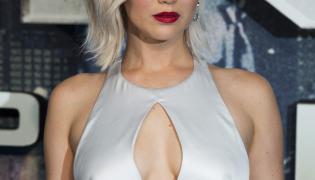 Jennifer Lawrence kusiła głębokim dekoltem