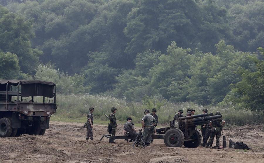Żołnierze południowokoreańscy na ćwiczeniach niedaleko strefy zdemilitaryzowanej w Paju, w prowincji Gyeonggi