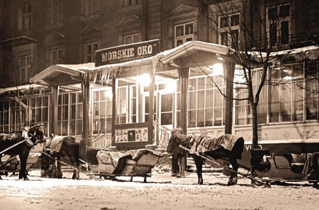 """Przedwojenne Zakopane: Morskie Oko, 1935 / Maciej Pinkwart """"Przedwojenne Tatry, Zakopane i Podhale. Najpiękniejsze fotografie""""  Wydawnictwo RM"""