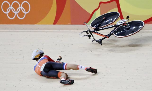 Joost van den Burg roztrzaskał się na kolarskim torze. Dosłownie!