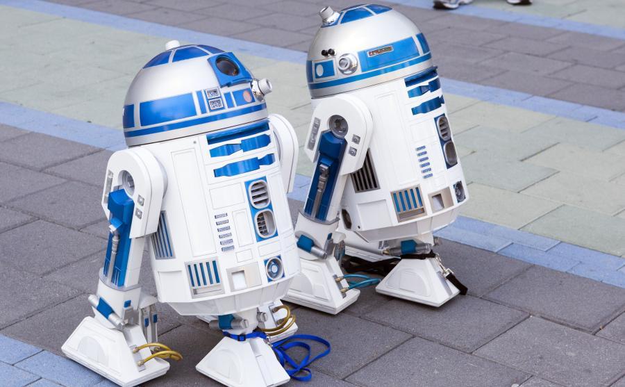 Dwa droidy model R2-D2